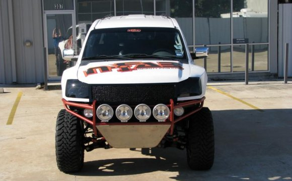 2004 Nissan Titan Front Bumper