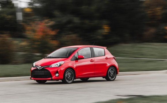 2015 Toyota Yaris SE Manual